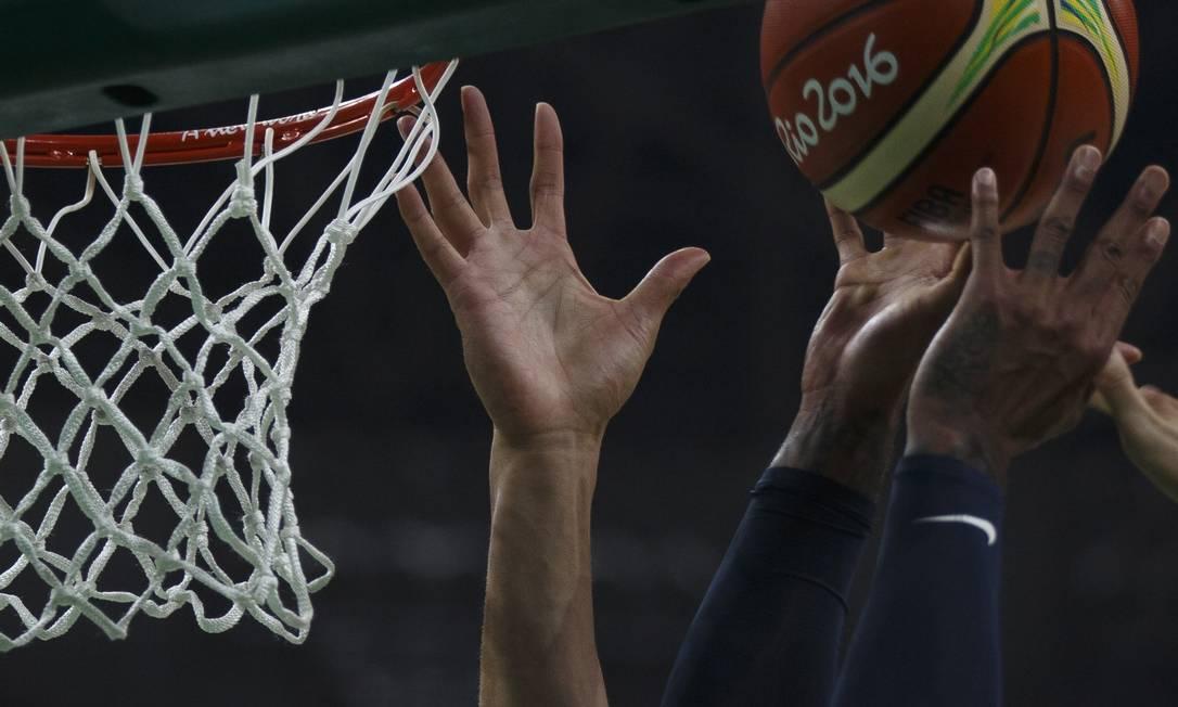 O 'dream team' americano de basquete em sua estreia contra a seleção da China Daniel Marenco / Agencia O Globo / Agência O Globo