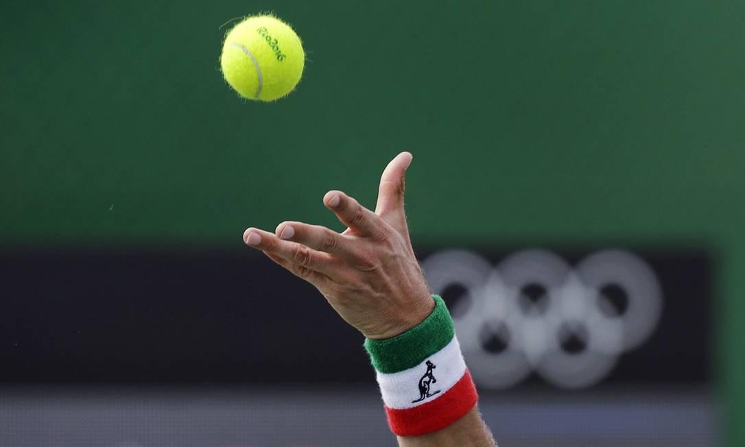 O italiano Paolo Lorenzi na disputa de tênis contra o espanhol Agut Bautista Charles Krupa / AP