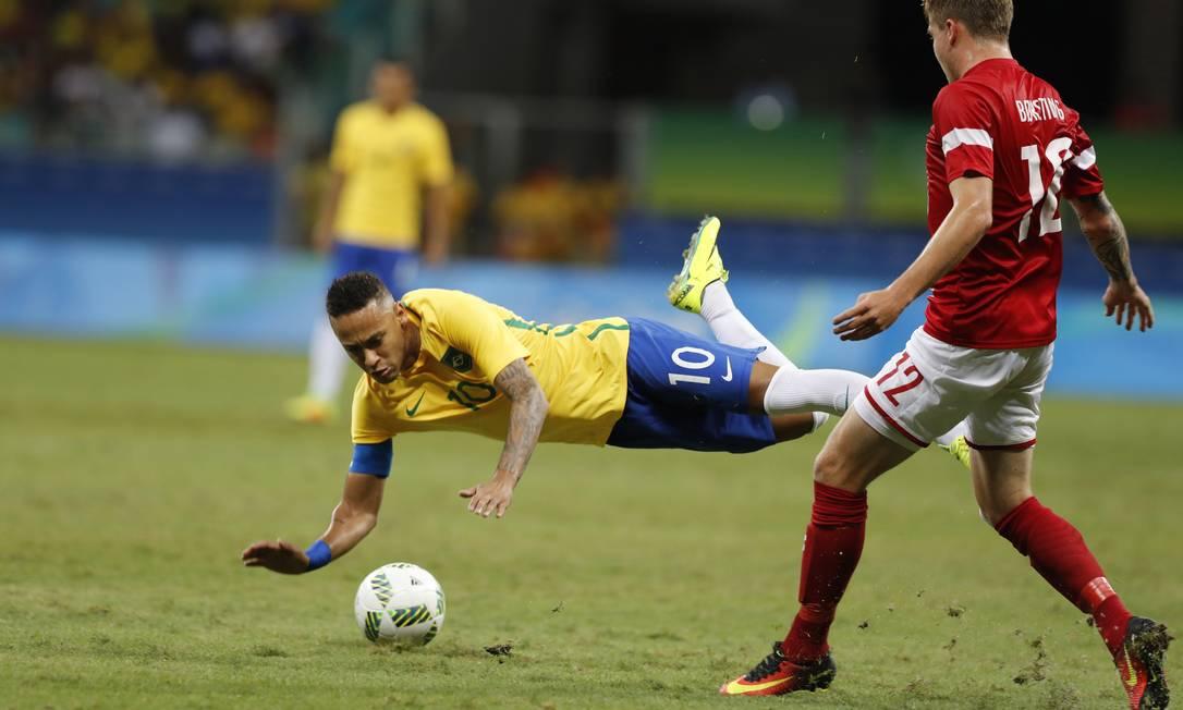 O Brasil marcou os primeiros gols desde o início dos Jogos Olímpicos na partida contra a Dinamarca ANTONIO SCORZA / Agência O Globo