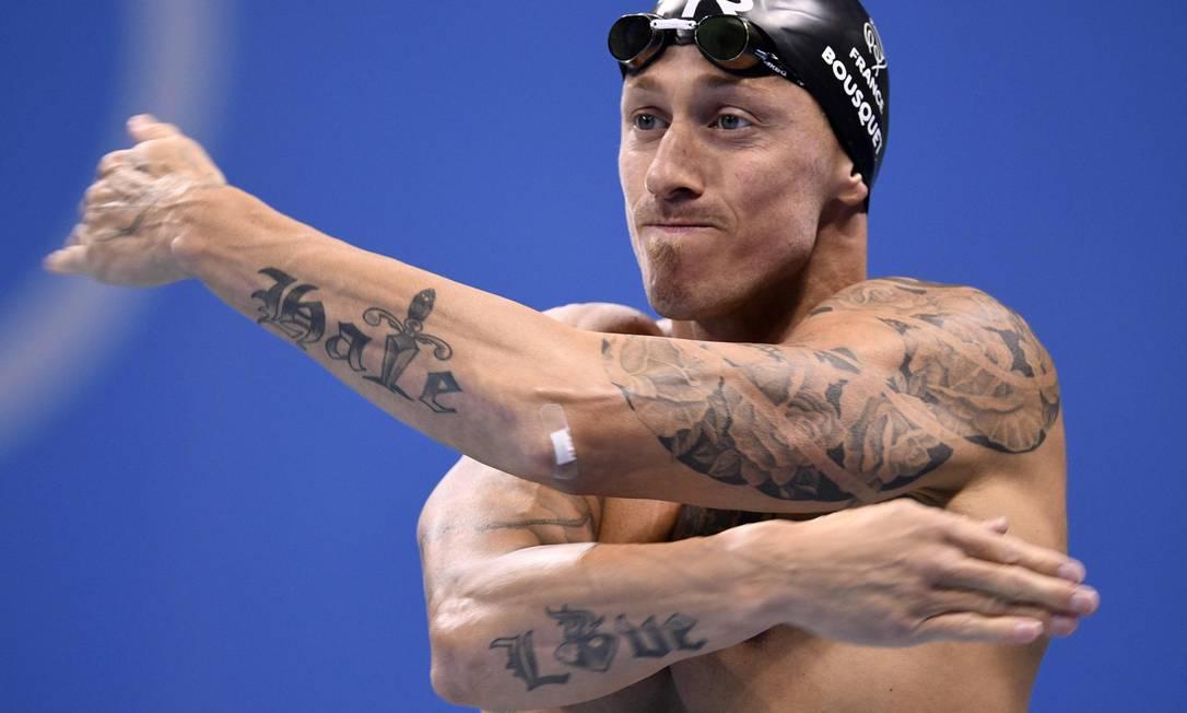 O nadador francês Frederick Bousquet tem os dois braços cheios de tatuagem MARTIN BUREAU / AFP