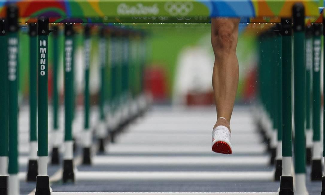 A perna em detalhe de uma atleta dos 100 metros com barreira no Engenhão Daniel Marenco / Agência O Globo