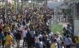 Fãs de Bolt chegam antes de 7h e lotam o entorno do Engenhão com grandes filas