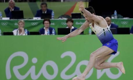 Diego Hypolito faz a apresentação que lhe garantiria a medalha de prata na ginástica artística Foto: Rebecca Blackwell / AP