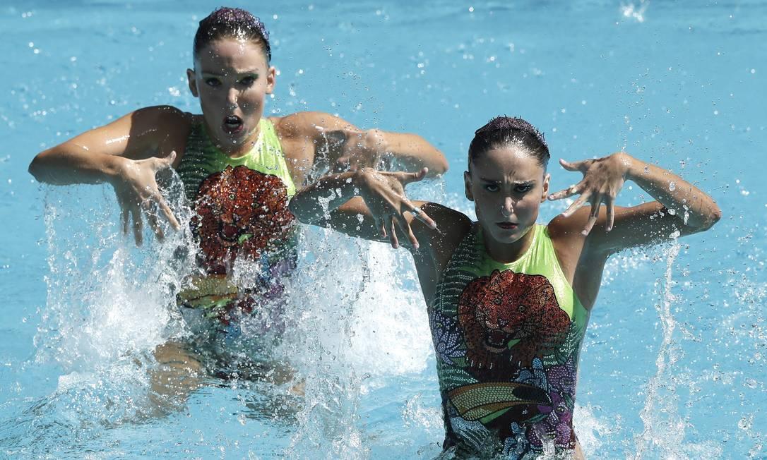 Luisa Borges e Maria Eduarda Miccuci durante a preliminares de duplas do nado sincronizado André Mourão / O Dia