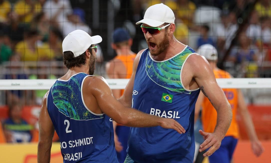 Alison e Bruno derrotaram os holandeses Brouwer e Meeuwsen na semifinal do vôlei de praia Marcelo Carnaval / Agência O Globo