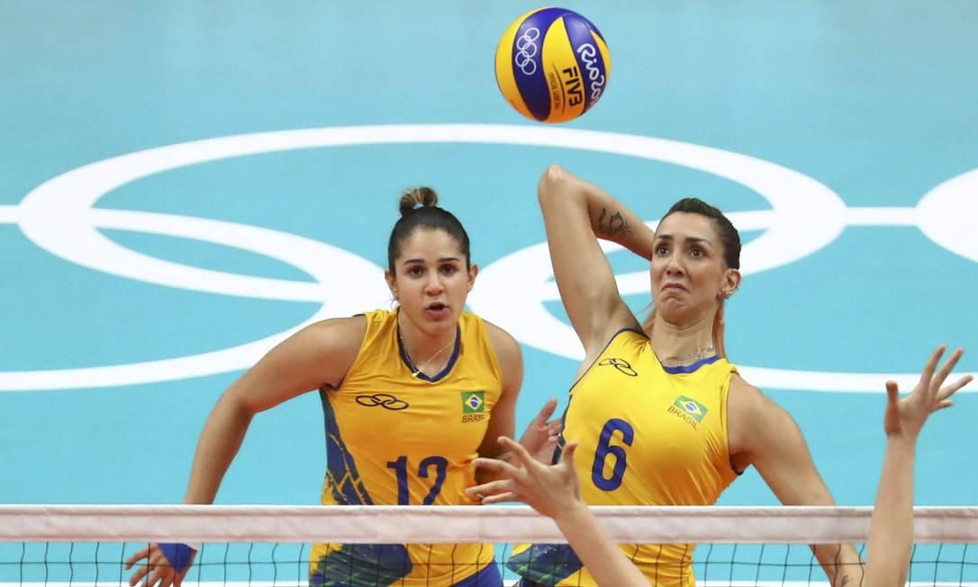Thaisa Menezes (número 6) e as companheiras não deram chance às chinesas durante a partida YVES HERMAN / REUTERS