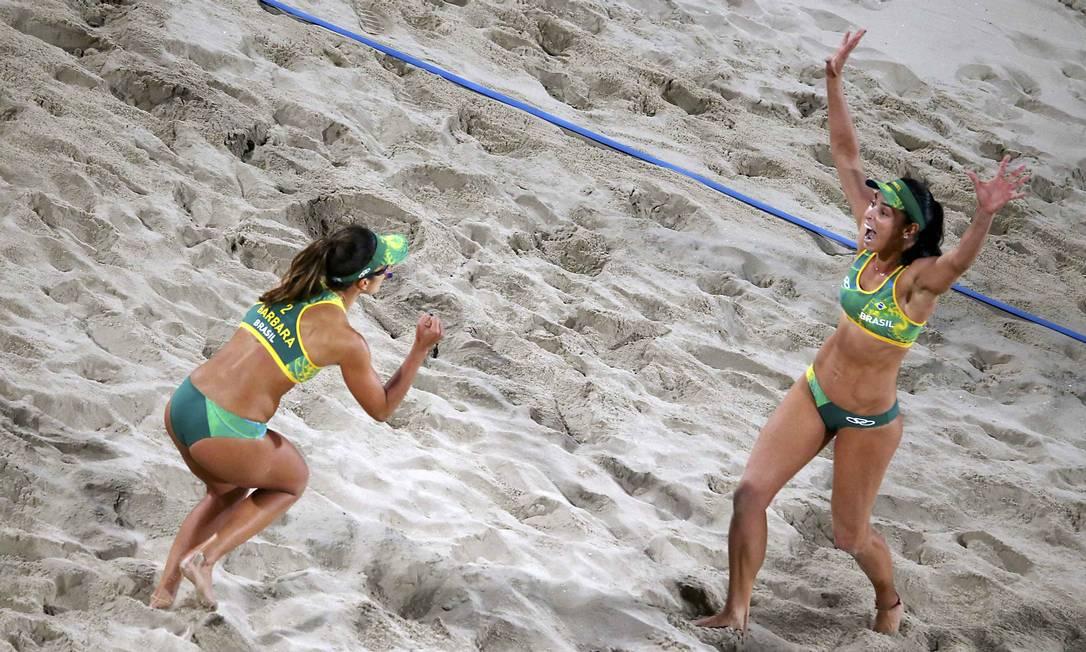 Bárbara Seixas e Ágatha venceram o primeiro set por 22 a 20 CARLOS BARRIA / REUTERS
