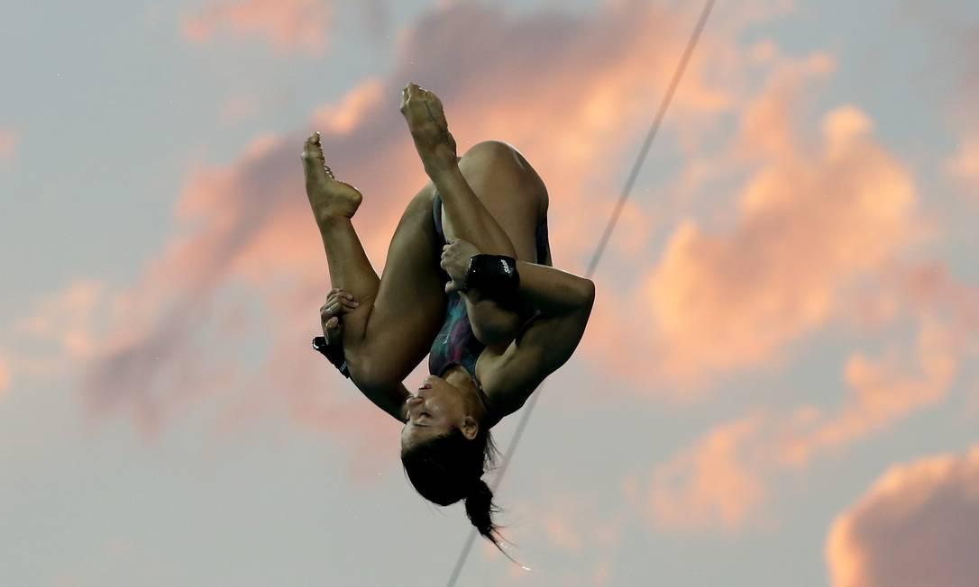 Ingrid Oliveira e o fim da tarde no Parque Aquático Maria Lenk, na Barra Marcelo Theobald / Agência O Globo