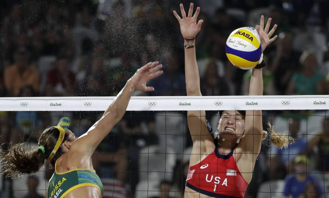 As brasileiras tentaram, mas acabaram perdendo a medalha de bronze para Walsh e Ross em Copacabana Marcio Jose Sanchez / AP