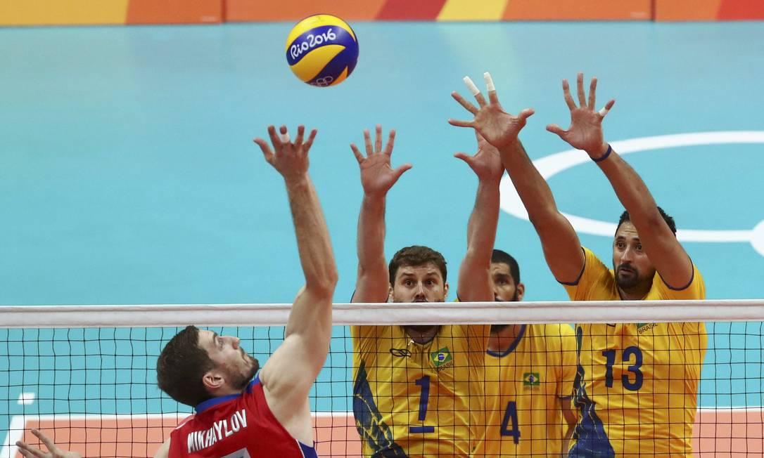 A Rússia começou ganhando o segundo set YVES HERMAN / REUTERS
