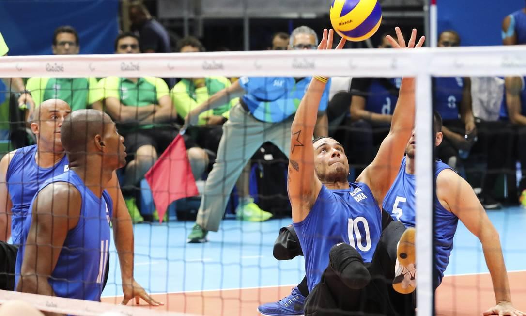 Na estreia do vôlei sentado na Paralimpíada, nesta sexta, o Brasil venceu os EUA com um consistente 3 sets a 0 Mõnica Imbuzeiro / Agência O Globo