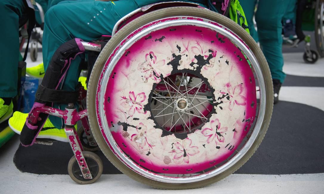 Detalhe de uma das rodas dos atletas paralímpicos Monica Imbuzeiro / Agência O Globo