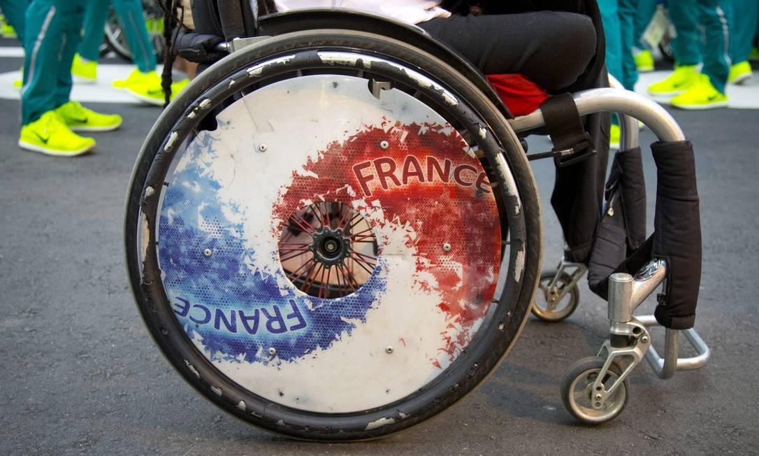 Roda estampa a bandeira estilizada da França Foto: Monica Imbuzeiro / Agência O Globo