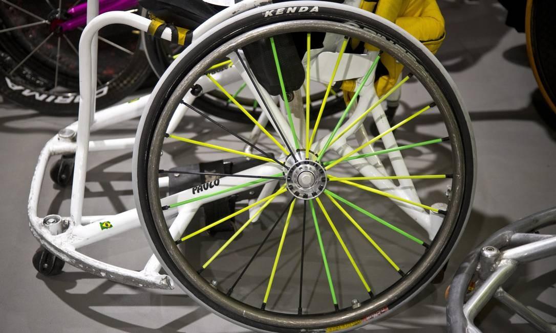 Detalhe de uma das rodas dos atletas paralímpicos Foto: Monica Imbuzeiro / Agência O Globo