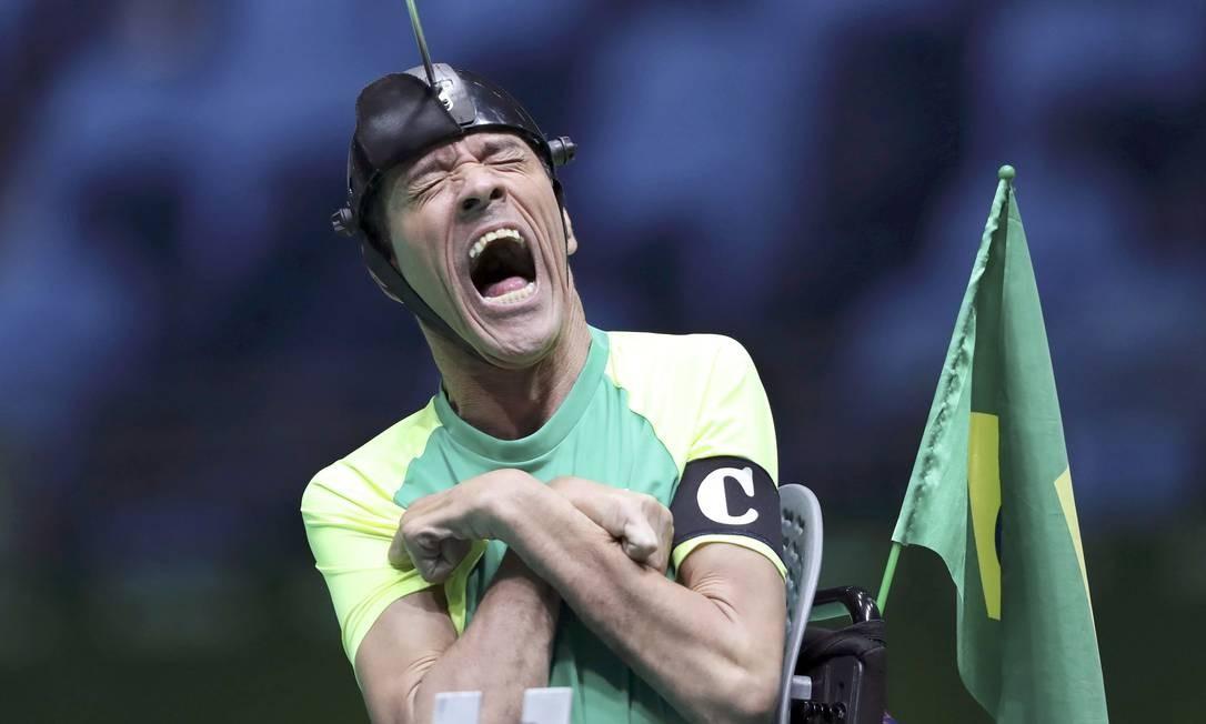 O brasileiro Antonio Leme durante a disputa na bocha contra a Coreia do Sul; Brasil levou o ouro nas duplas mistas, categoria BC3 Foto: UESLEI MARCELINO / REUTERS