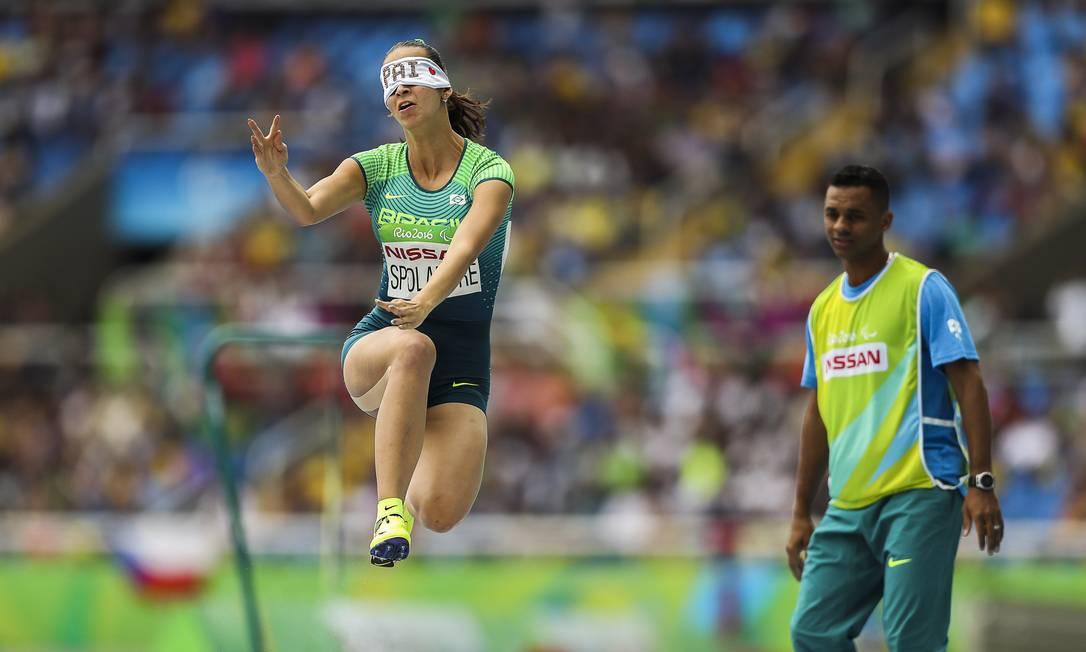 Lorena Spoladore foi bronze no salto em distância, na mesma prova de Silvania Costa de Oliveira Guilherme Leporace / Agência O Globo