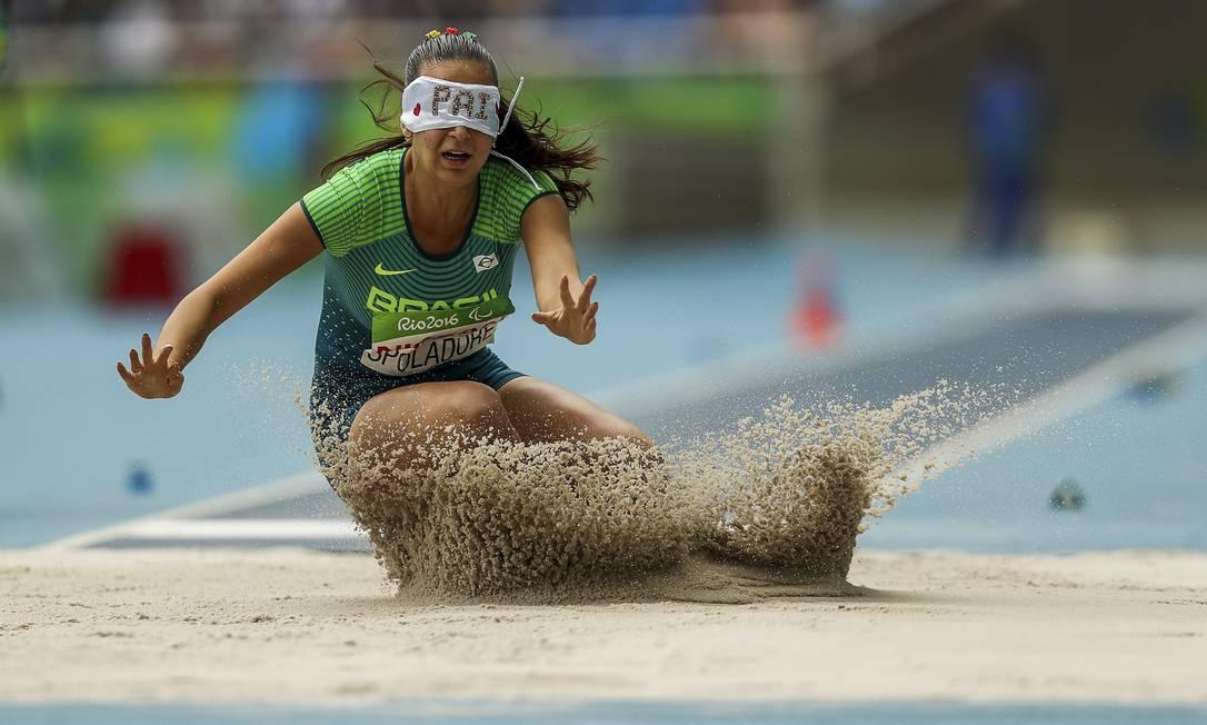 Salto de Lorena Spoladore, que lhe deu a medalha de bronze Guilherme Leporace / Agência O Globo