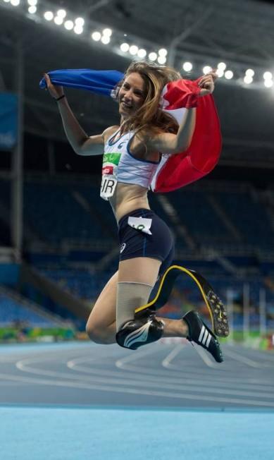 A francesa Marie-Amelie le Fur comemora após vencer a medalha de ouro nos 400m (T44) Bob Martin for OIS / AP
