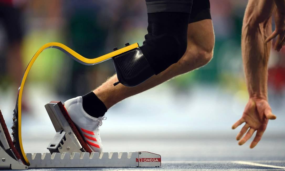 Atleta se prepara para correr CHRISTOPHE SIMON / AFP