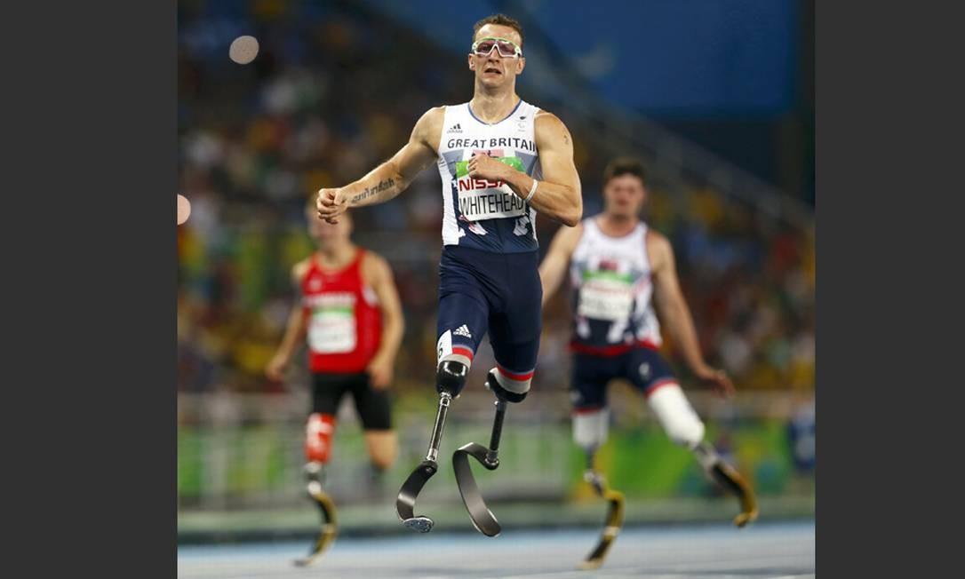 O britânico Richard Whitehead venceu a medalha de ouro na final dos 200m (T42) Foto: JASON CAIRNDUFF / REUTERS
