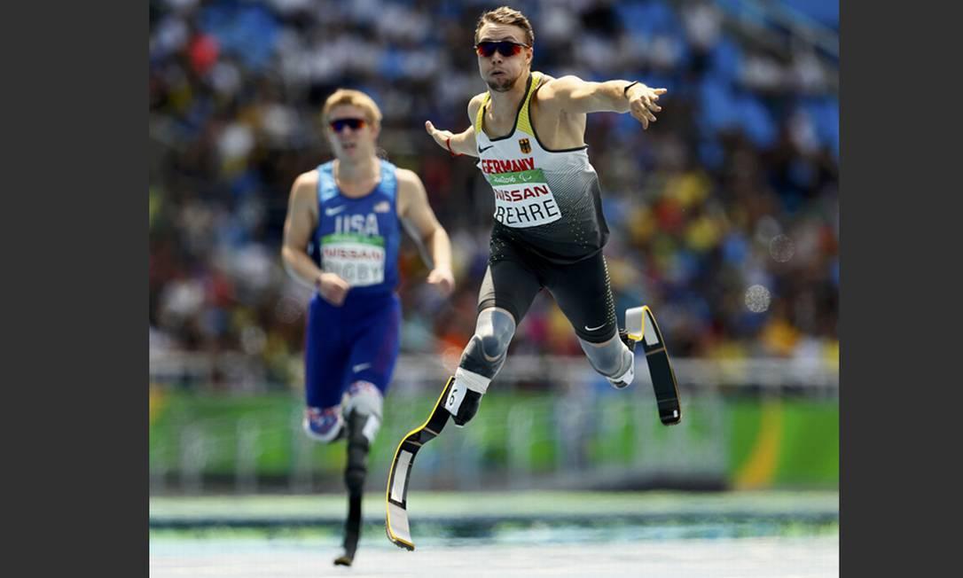 O alemão David Behre durante os 400m (T44), no qual levou a prata JASON CAIRNDUFF / REUTERS