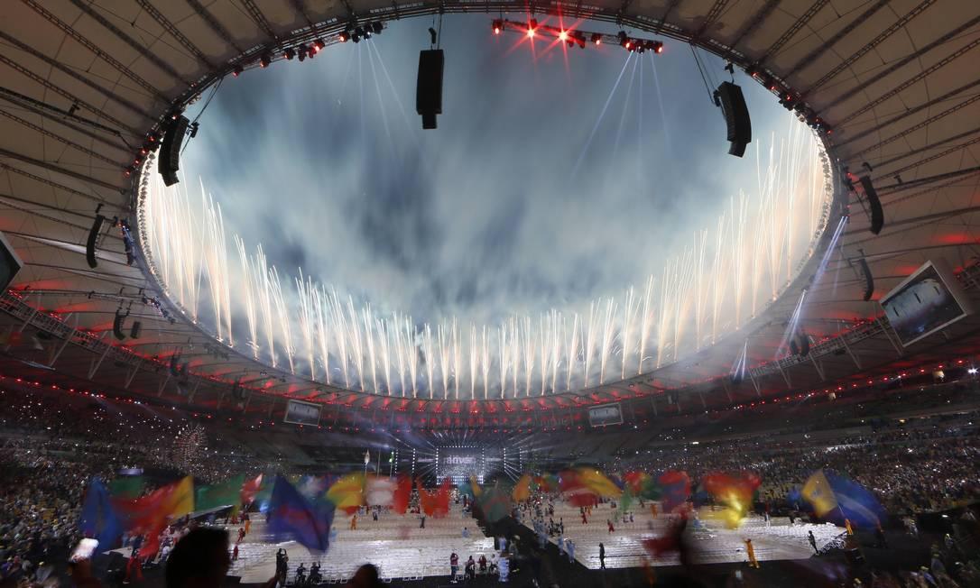 Fotos iluminam o Maracanã na cerimônia de encerramento da Paralimpíada Agência O Globo