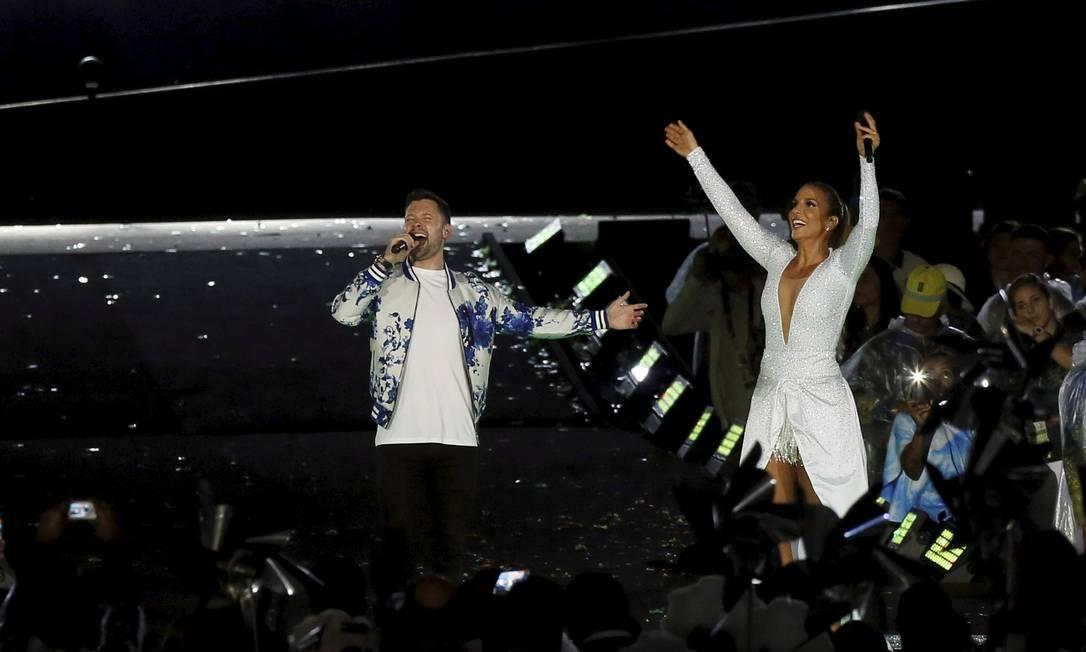 Num dos momentos mais alegres da noite, Ivete Sangalo e o britânico Calum Scott dividiram o palco para cantar o hino paralímpico Pablo Jacob / Agência O Globo