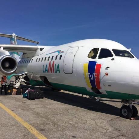Avião da companhia aérea LaMia com adesivo da Federação Venezuelana de Futebol Foto: Facebook / Reprodução