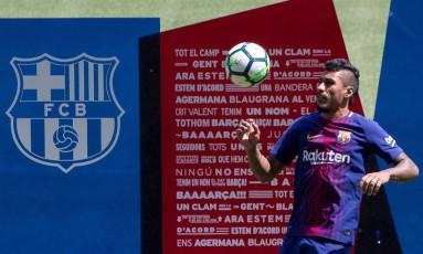 Paulinho durante sua apresentação no Barcelona Foto: STRINGER / REUTERS