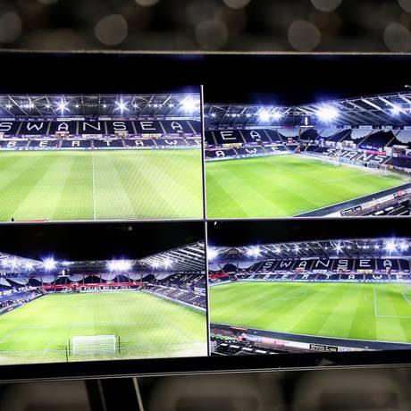 Modelo de Arbitro de vídeo usado pela Fifa. Modelo da Federação será mais simples Foto: MATTHEW CHILDS / Action Images via Reuters