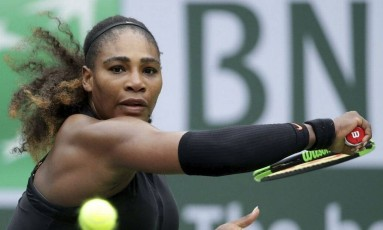 Em Indian Wells, há uma semana, Serena venceu dois jogos Foto: JEFF GROSS / AFP