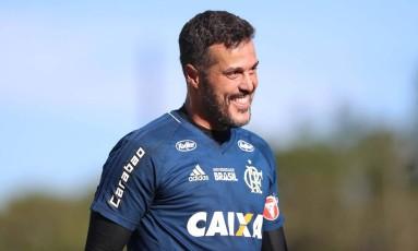 O goleiro Julio Cesar sorri no durante o treino do Flamengo Foto: Gilvan de Souza / Flamengo/Divulgação