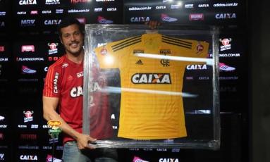 Julio Cesar foi homenageado pelo Flamengo com a camisa 12. O jogador fará a despedida da carreira no sábado, contra o América-MG, no Maracanã, pela Foto: Gilvan de Souza / Flamengo/Divulgação