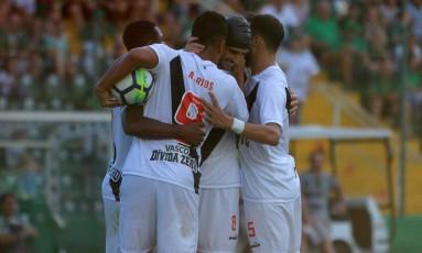 Andrés Ríos comera o gol do Vasco contra a Chapecoense Foto: Carlos Gregório Jr / Vasco.com.br