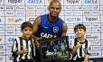 Jefferson na homenagem Foto: Vitor Silva/SSPress/Botafogo