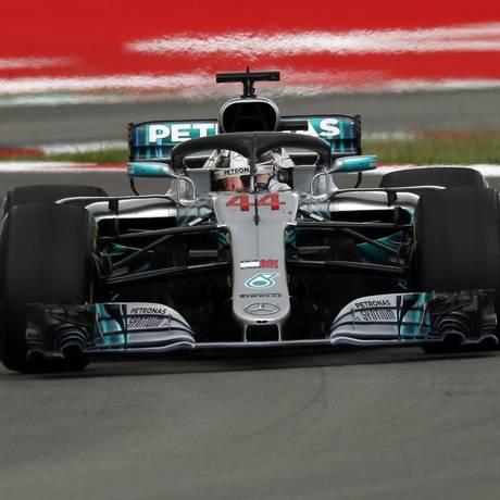Lewis Hamilton consegue a segunda vitória consecutiva no GP de Barcelona Foto: Manu Fernandez / AP