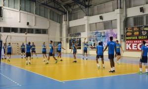 Brasil faz primeiro treino na Sérvia, após 20 horas de vôo Foto: Divulgação/CBV