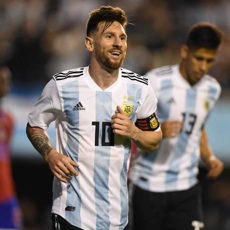 Messi comemora um de seus três gols sobre o pobre Haiti Foto: EITAN ABRAMOVICH / AFP