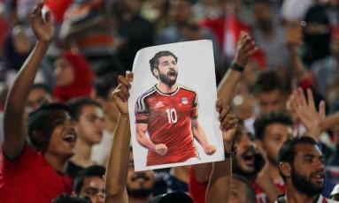 Torcida do Egito confia em Salah para que o país faça uma boa Copa do Mundo depois de 28 anos longe do torneio Foto: MOHAMED ABD EL GHANY / REUTERS