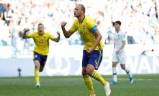 O capitão sueco Granqvist celebra seu gol de pênalti contra a Coreia do Sul Foto: MATTHEW CHILDS / REUTERS