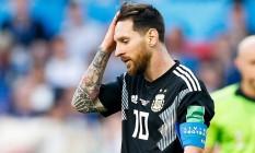Messi lamenta o pênalti perdido contra a Islândia Foto: Fotoarena / Agência O Globo / Agência O Globo