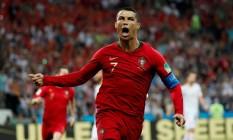 Cristiano Ronaldo vibra com um de seus três gols contra a Espanha Foto: MURAD SEZER / REUTERS