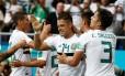 Seleção mexicana comemora a vitória contra a Coreia do Sul Foto: DAMIR SAGOLJ / REUTERS