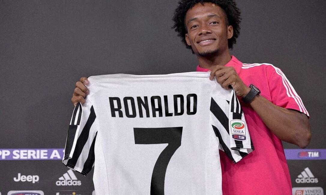 80ea6dd659 Cuadrado deu a camisa 7 da Juventus a Cristiano Ronaldo Foto  Reprodução  Twitter
