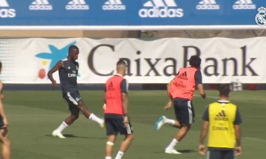 Vinícius finaliza durante treino do Real Madrid: categoria e frieza Foto: Reprodução/Real Madrid TV