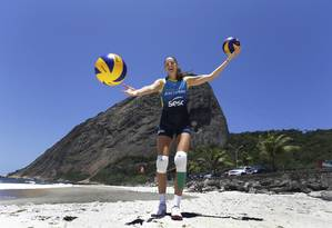 Tatiana Kosheleva no lugar que mais gosta, a praia: 'Prefiro mergullhar, não fica na areia tomando sol' Foto: Antonio Scorza / Agência O Globo
