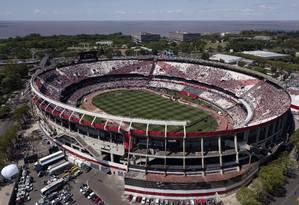 Vista aérea do Estádio Monumental de Núñez, em Buenos Aires Foto: Ivan Pisarenko / AFP