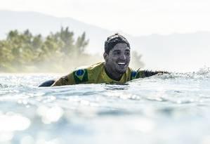 Gabriel Medina, campeão mundial, é um dos três atletas do Brasil que venceu suas principais competições do ano: a seu lado estão Ana Marcela e a dupla Duda e Aghata Foto: Kelly Cestari / Agência O Globo