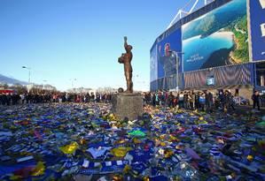 Homenagem a Emiliano Sala, no estádio do Cardiff: maior contratação da história do clube morreu em acidente aéreo Foto: GEOFF CADDICK / AFP