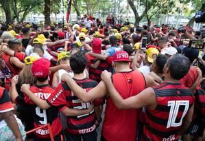 Torcedores do Flamengo fazem homenagem aos mortos em incêndio Foto: FERNANDO SOUZA / AFP